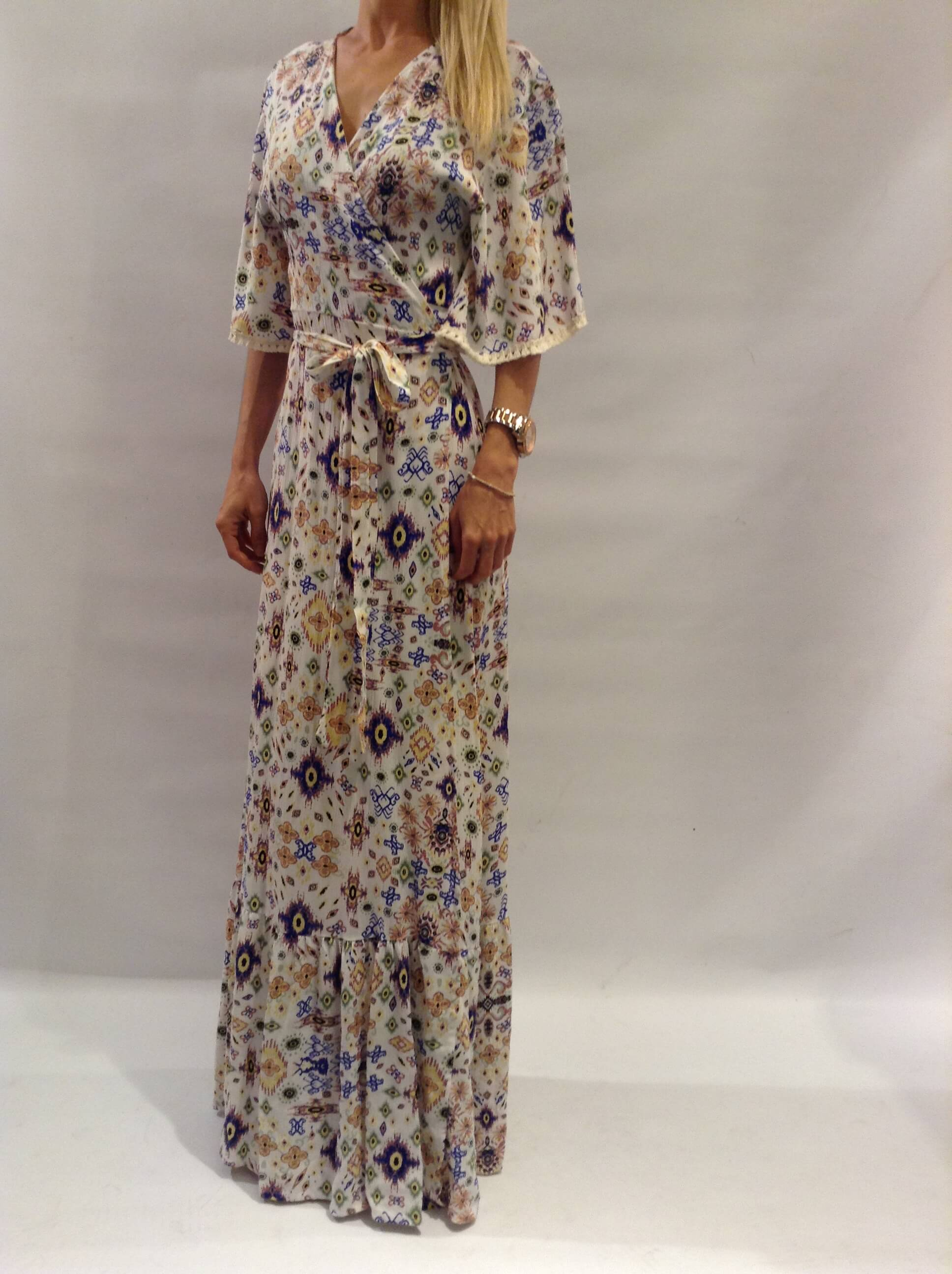 b50b435c4914 Φόρεμα maxi εμπριμέ κρουαζέ με βολάν