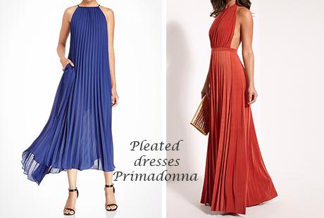 Ta maxi πλισέ φορέματα είναι διαχρονικά και επίκαιρα
