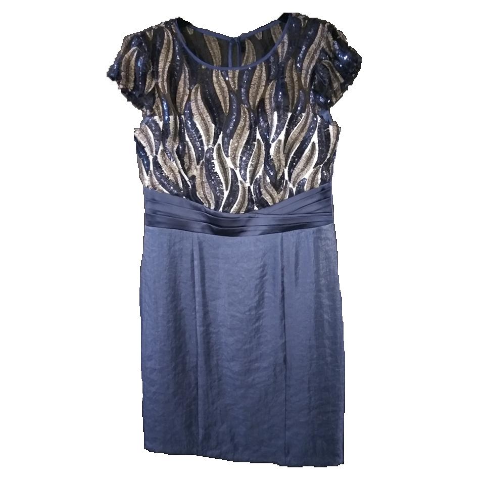 264f9ec29054 Κοντό βραδινό φόρεμα με παγιέτες