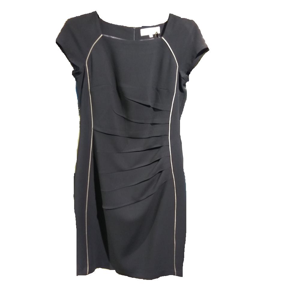 Κοντό φόρεμα μονόχρωμα με κοντά μανίκια