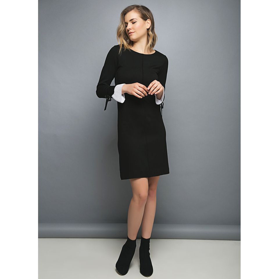 Short sleeveless dress with pleated sleeves