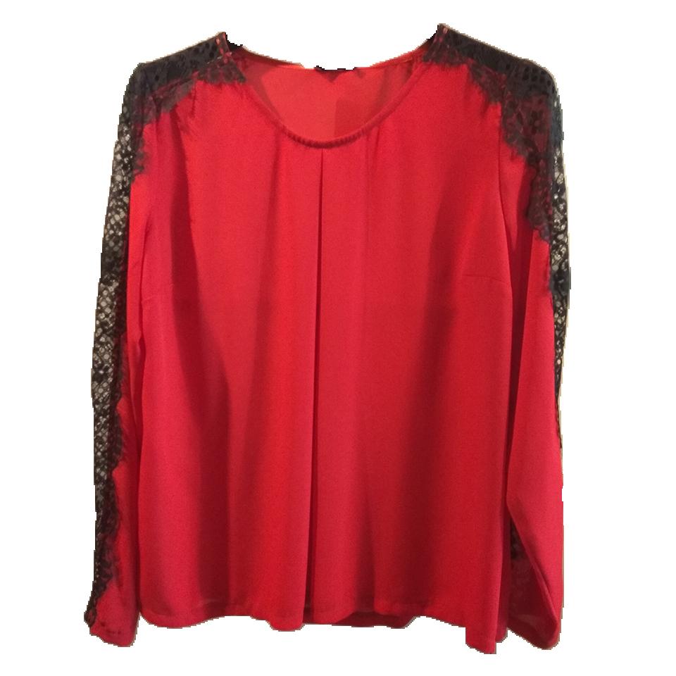 519c43c7e7df Κόκκινη μπλούζα με δαντέλα στα μανίκια