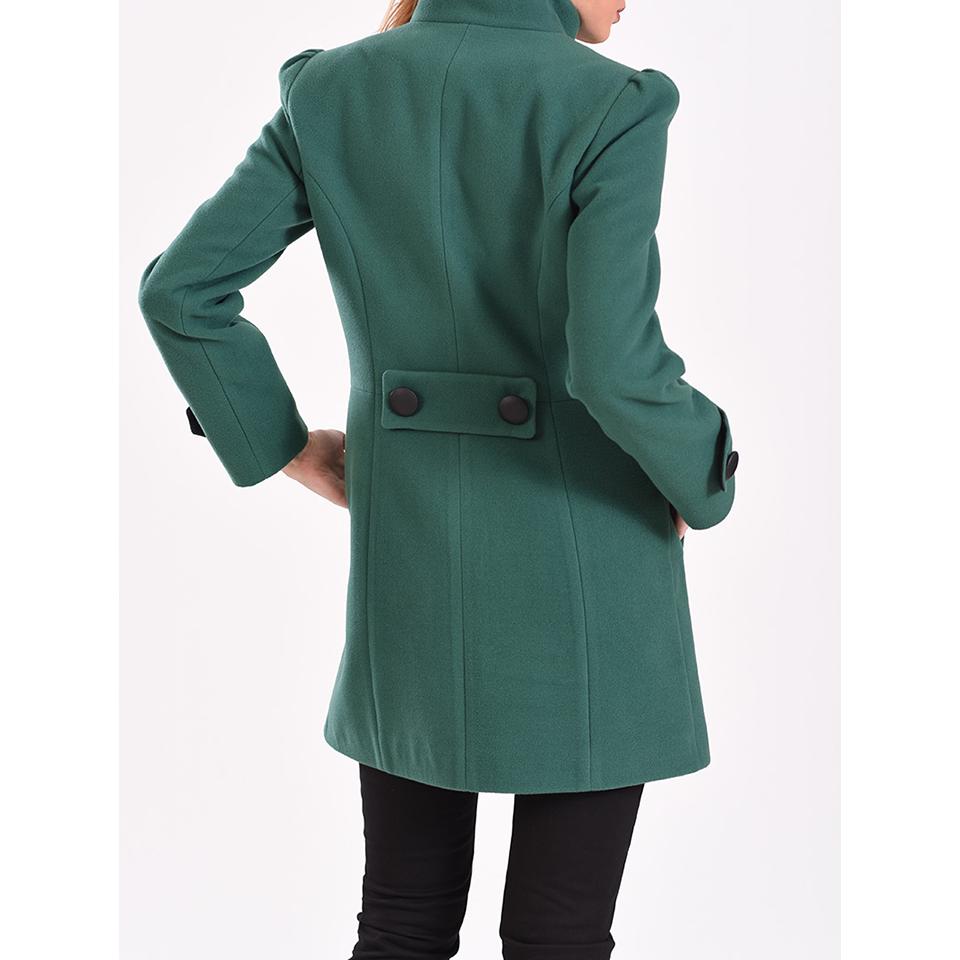 Γυναικείο παλτό με διακοσμητικό φιόγγο στο πέτο. Έχει μακριά μανίκια με  τσέπες στο πλάι edf06f09835