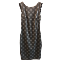 Κοντό καρώ φόρεμα σε στενή γραμμή