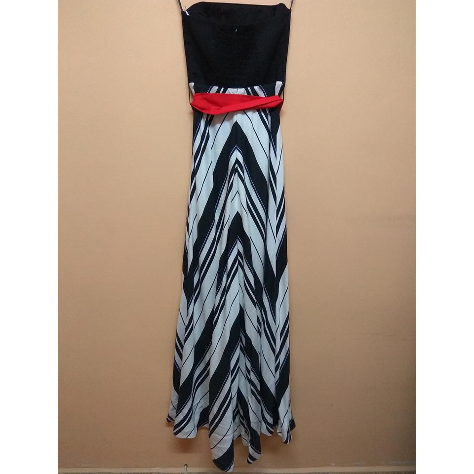 Maxi strapless φόρεμα με ριγέ φούστα