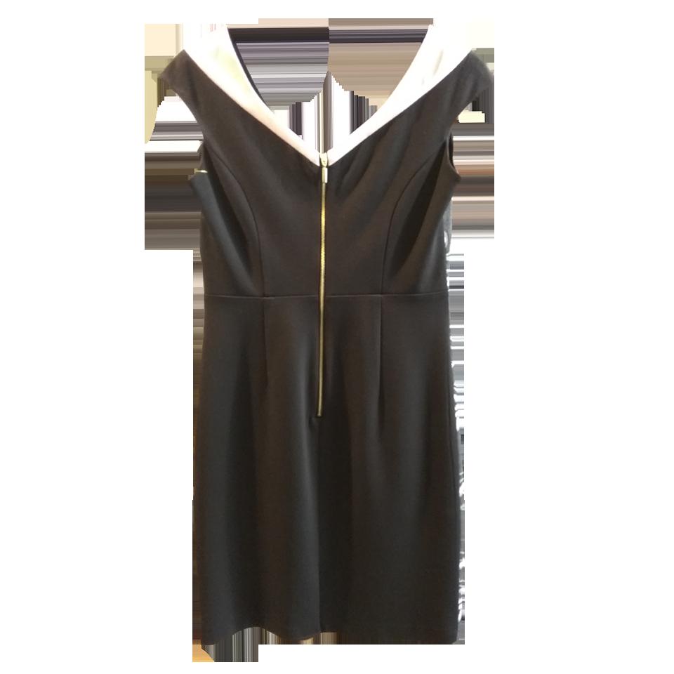 Short floral dress with V neckline