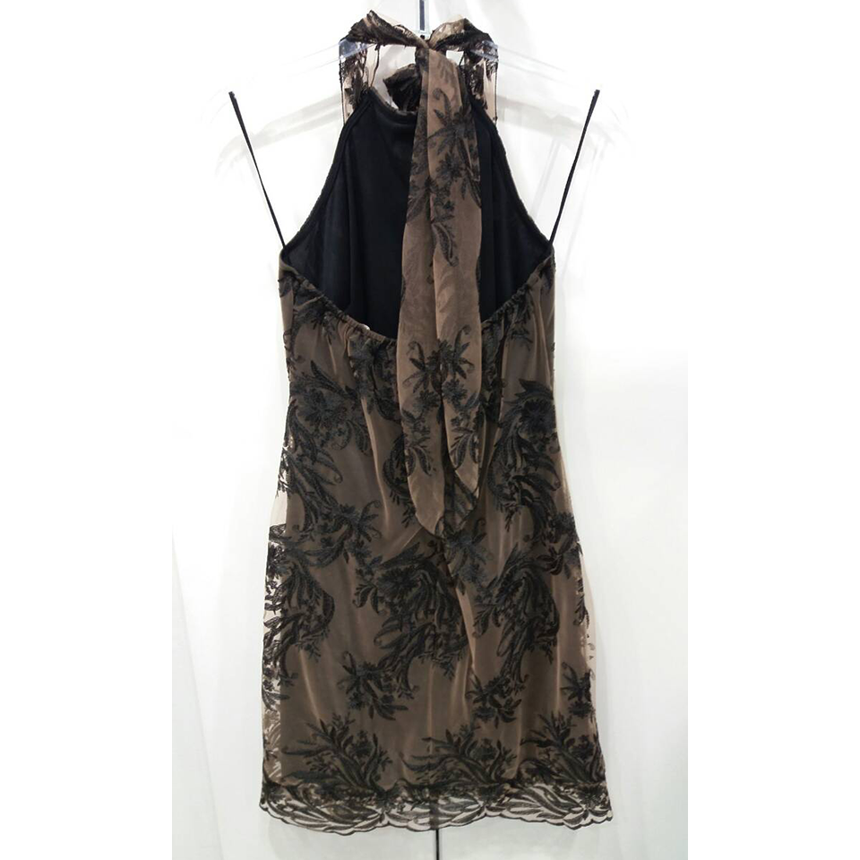Short lace dress with neckband