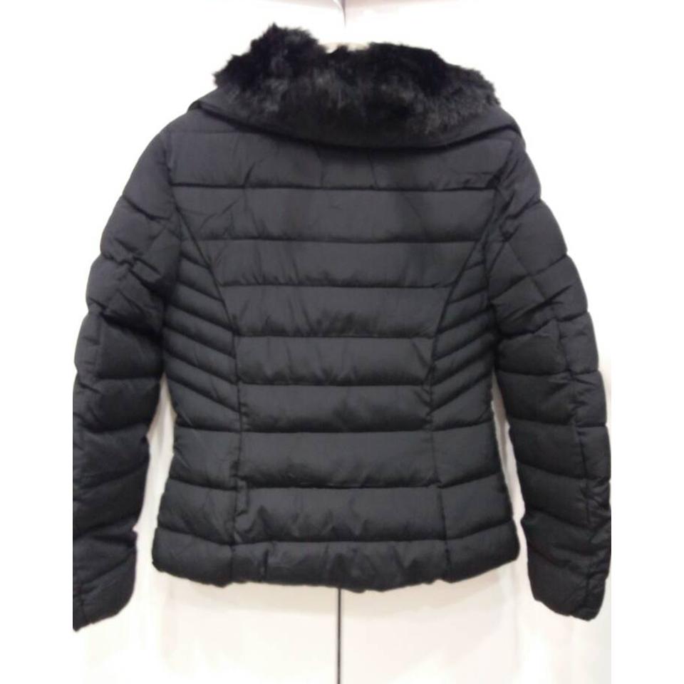 791cc852117 Κοντό μαύρο γυναικείο μπουφάν με γούνα   Primadonna.com.gr