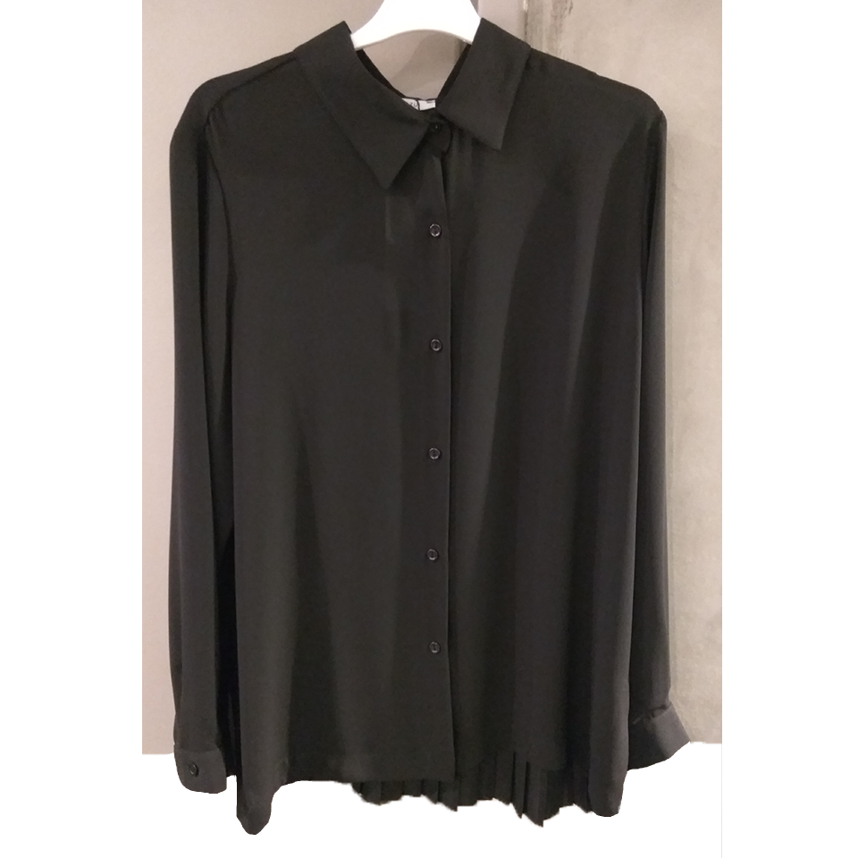 Women's shirt with pleated back
