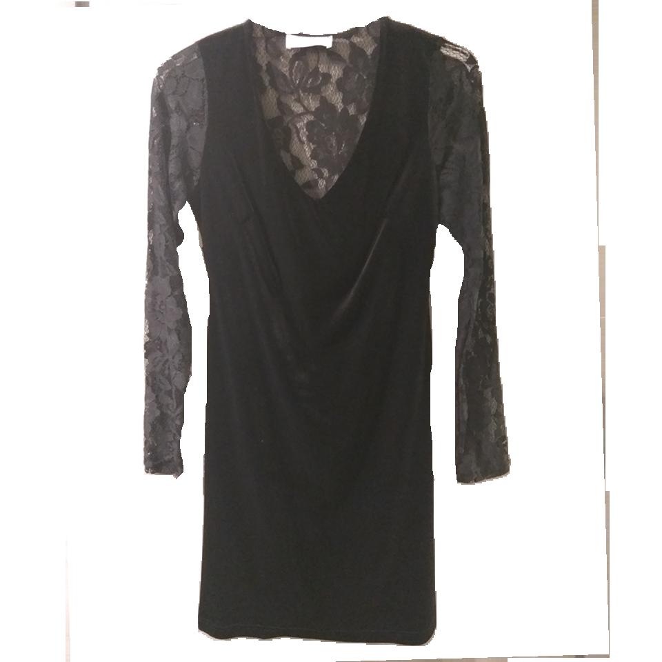 Short velvet dress with long sleeves