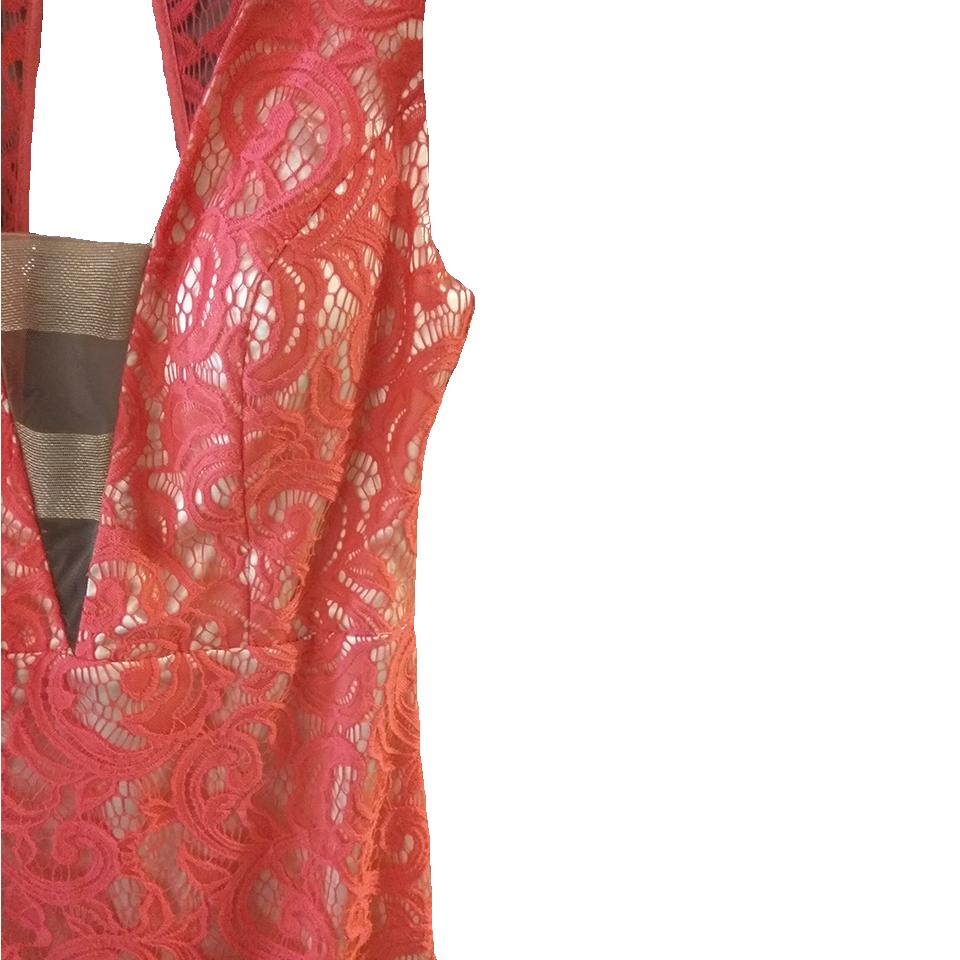 Κόκκινο ασύμμετρο φόρεμα από δαντέλα