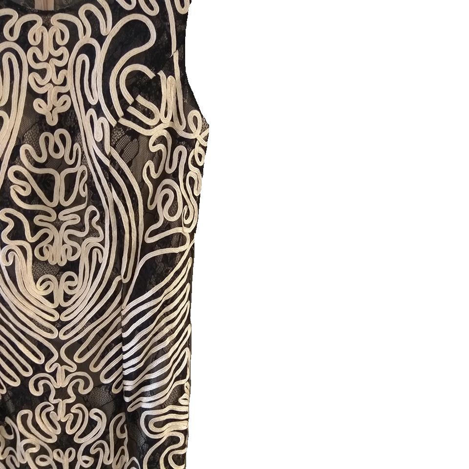 Mini αμάνικο φόρεμα με ανάγλυφο σχέδιο