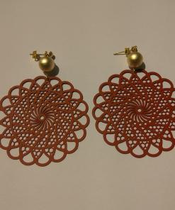 Κόκκινα σκουλαρίκια με χρυσό κούμπωμα