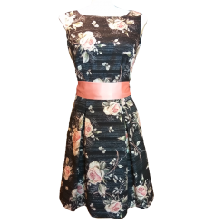 Mini φόρεμα floral με ροζ ζώνη