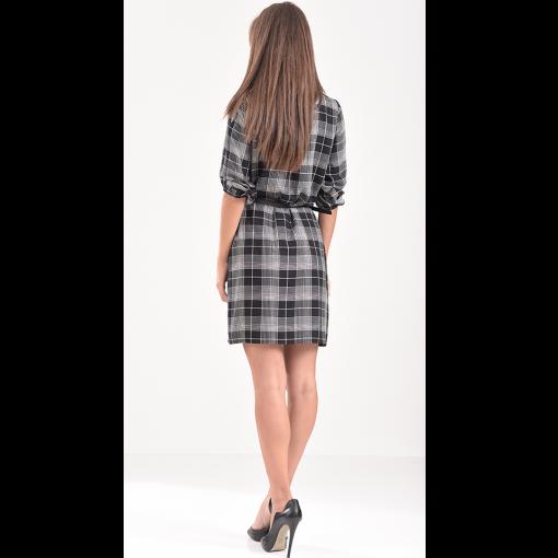 Κοντό φόρεμα καρό σε άνετη γραμμή