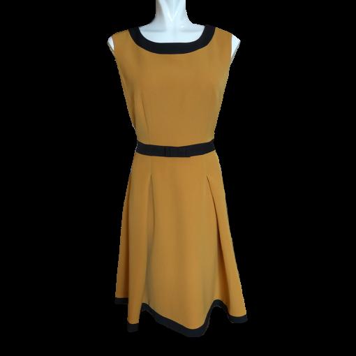 Κοντό αμάνικο φόρεμα σε Α γραμμή