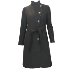 Coat with buttons and tie in the middle black