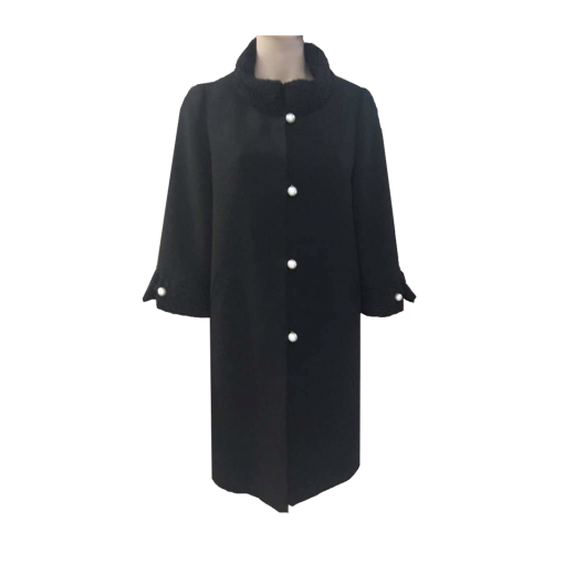 Coat with fur in collar and sleeves