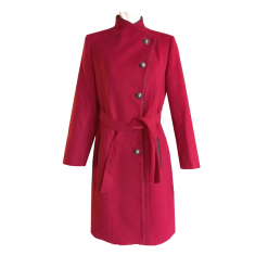 Coat with buttonholes and middle bordo fastening