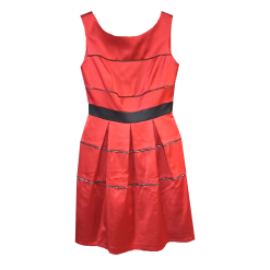Short dress with cufflinks in red color