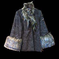 Ανάγλυφη ζακέτα με φυσική γούνα στα μανίκια