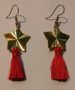 Short gold earrings with small tassel