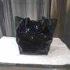 Μαύρη τσάντα με παγιέτες στην μία όψη
