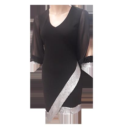 Το αγαπημένο μαύρο κοντό φόρεμα