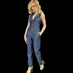 Γυναικεία ολόσωμη φόρμα τζιν με χρυσά κουμπιά στο στήθος. Έχει τσέπες λοξές και ρεβέρ στο τελείωμα. Έχει V άνοιγμα στο μπούστο και κλειστή πλάτη.