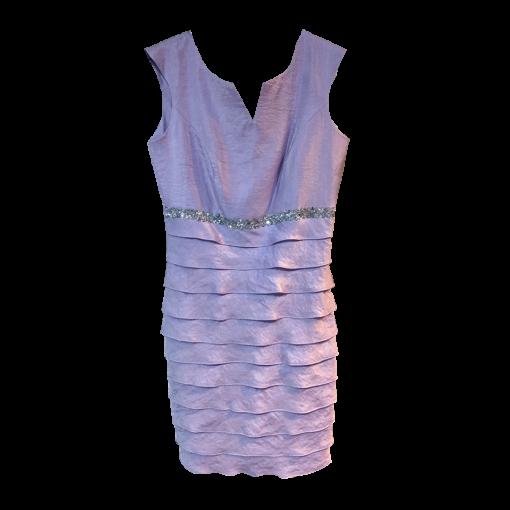 Short sleeveless dress with sheets