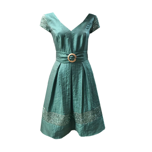 Short dress with short sleeves and ring