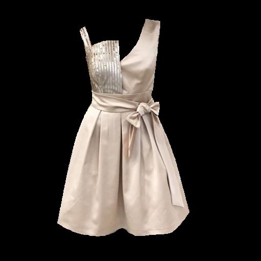 Short dress with disparate bracelets
