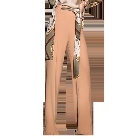 Φαρδιά μπλούζα με μπεζ παντελόνα