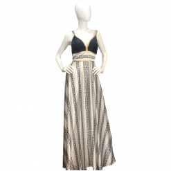 Maxi dress with golden bracelets