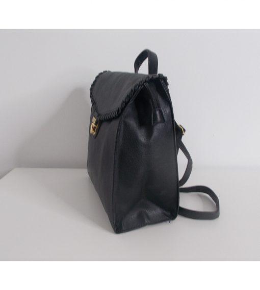 mavro-backpack-me-xriso-kouboma primadonna.com.gr